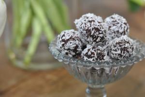 enago-mjolkfritt-chokladbollar-liggande